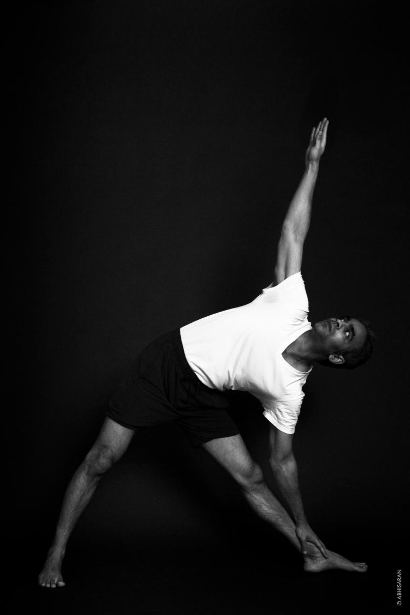 Uttihita Trikonāsana (Posture du triangle)