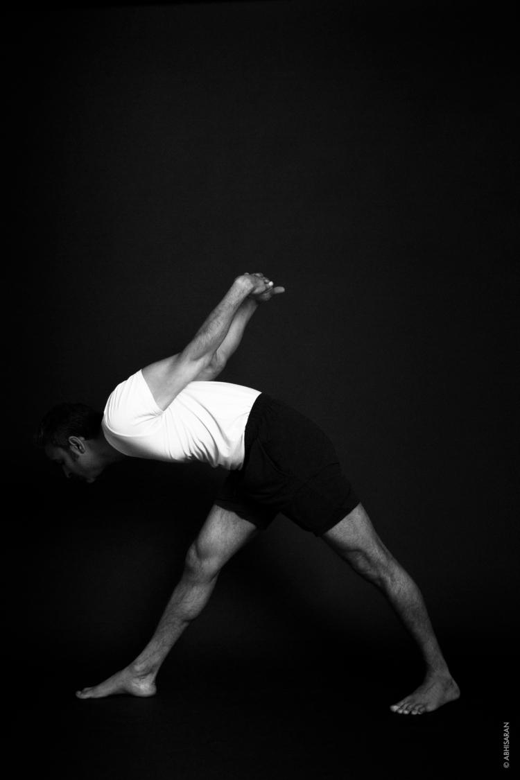 Pārsvōttānāsana - étirement intense sur un côté